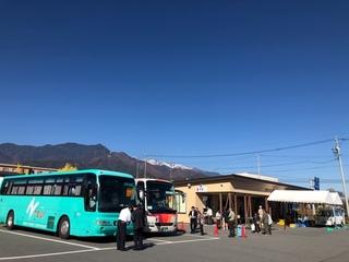 観光バスも