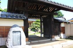 歌碑と江戸中期からある門