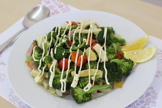 フライパンで簡単!ブロッコリーの蒸しサラダ