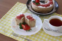 レンジでふわふわ イチゴのシフォンケーキ風