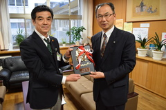 JA共済書道・交通安全ポスターコンクール/豊丘中学校が学校賞を受賞