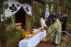 〓写真=菅原神社での合格祈願の祈祷の様子