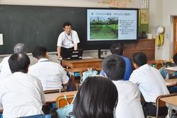 農業の現状と課題について講演する木下課長