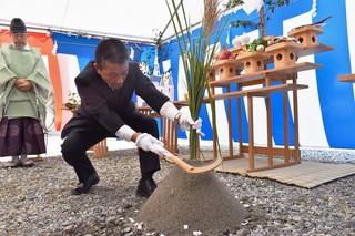 刈初(かりそめ)の儀を行う寺沢組合長