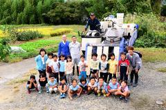 【NEWS】JAと園児で稲刈り 収穫米は福祉施設へ寄贈