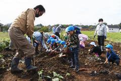 【NEWS】青年部伊賀良支部「にこにこ農園」で園児とサツマイモ収穫