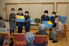 【NEWS】女性部松尾・鼎支部介護施設へタオル寄付